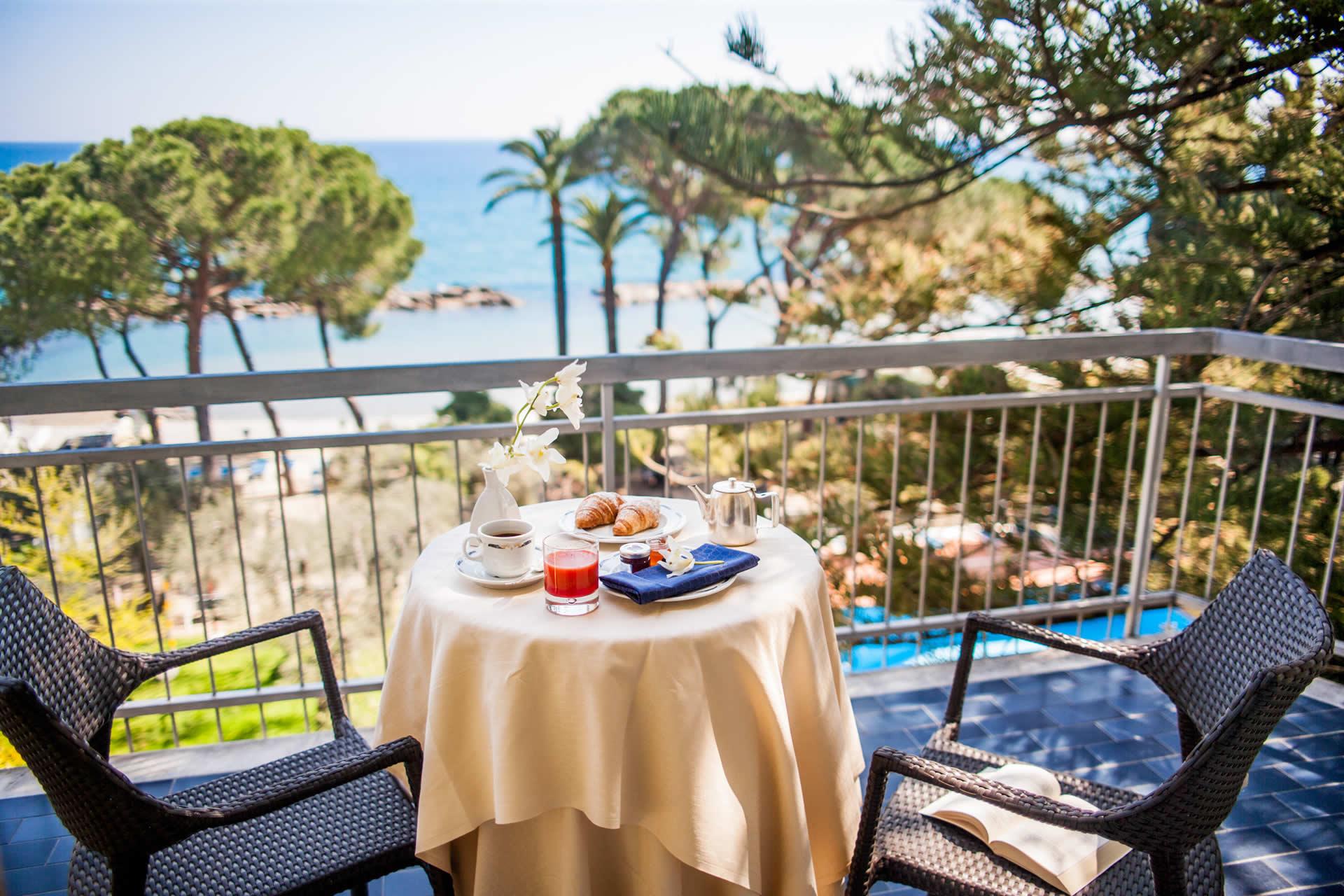 Hotel diano marina sul mare albergo wi fi spiaggia privata for Hotel meuble park spiaggia
